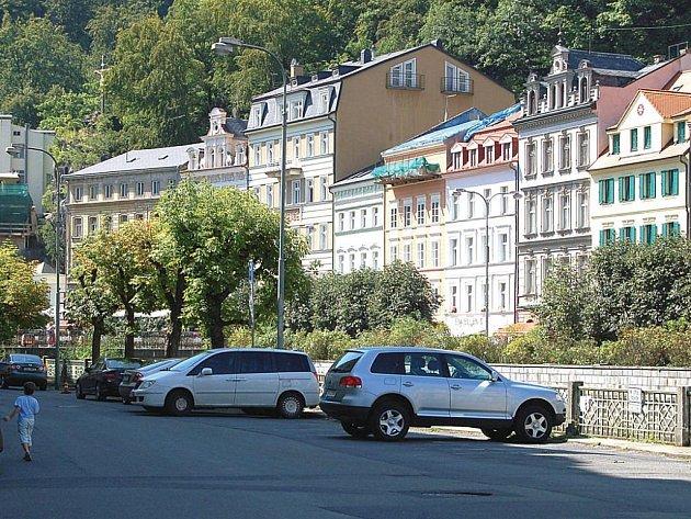 Stará Louka změní svou tvář. Nejfrekventovanější promenáda v Karlových Varech, Stará Louka, se začne rekonstruovat začátkem letošního října. Investice vyjde na 105 milionů.