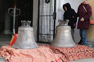 zvony v kostele v rybářích
