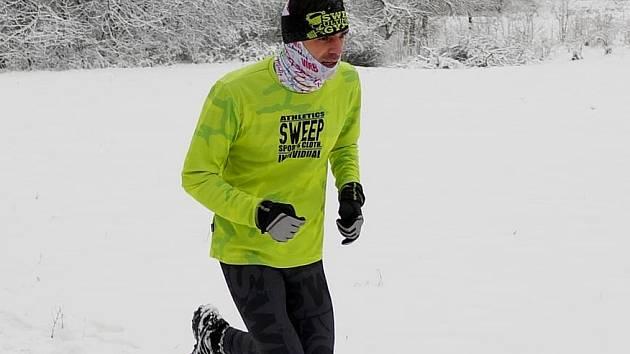 Běžec Unipetrolu Litvínov Michal Zbuzek zaslouženě kraluje 19. ročníku Zimního běžeckého poháru Kadaň, když dokázal jako jediný překonat hranici deseti tisíc bodů, které nastřádal na svůj běžecký účet během patnácti závodů.