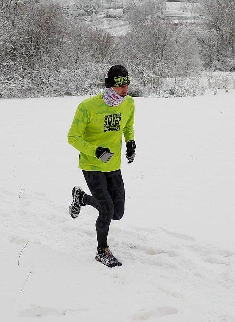 Běžec Unipetrolu Litvínov Michal Zbuzek zaslouženě kraluje 19.ročníku Zimního běžeckého poháru Kadaň, když dokázal jako jediný překonat hranici deseti tisíc bodů, které nastřádal na svůj běžecký účet během patnácti závodů.