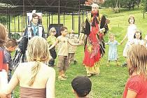 Na Rolavě se setkali děti s indiány.