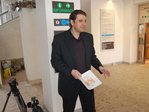 Werner Hauptmann představil plány nového vestibulu karlovarského magistrátu.