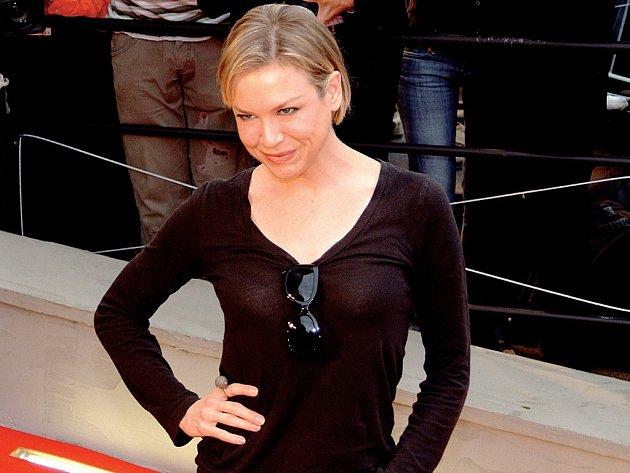 Říkali si fanoušci Renée Zellweger, kteří ji přišli pozdravit před hotel Thermal.