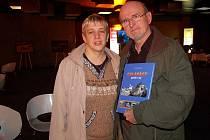 Novorolští cestovatelé Stanislav Hořínek a Dana Smržová napsali o svých toulkách po Galapágách knihu Galapágy – peklo i ráj.