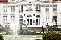 Vlastníkem Alžbětiných lázní je město Karlovy Vary.