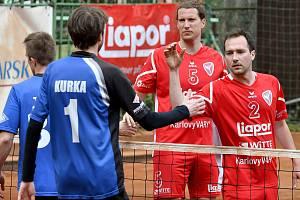 Nohejbalisté SK Liapor Witte (v červeném).