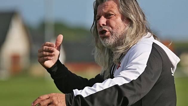Dvě sezony vedl karlovarskou Slavii ve Fortuna ČFL trenér Robert Žák (na snímku), třetí již však nepřidá, když dostal v klubu výpověď.