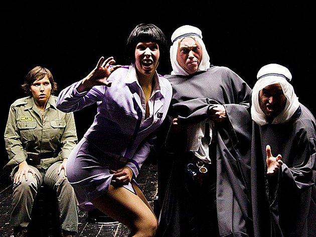 Mladí umělci z našeho regionu excelují v Praze. Jejich divadelní komedie diváky doslova nadchla.