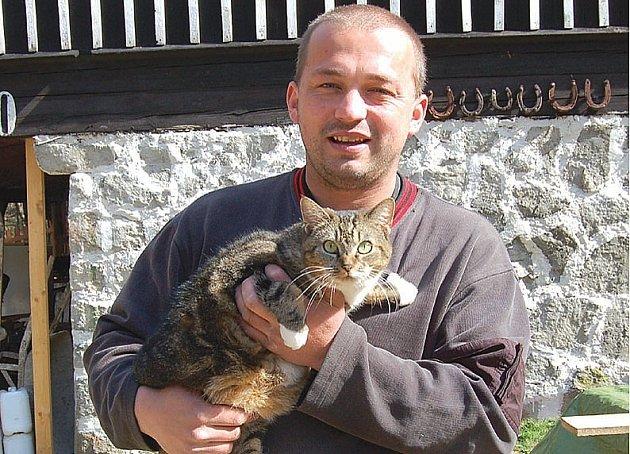 NABÍDL MĚSTU SLUŽBU. Majitel psího hotelu ve Vítkově chce ve svém areálu vybudovat zařízení pro kastraci koček. Té dali sokolovští radní přednost před vybudováním útulku.