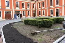 Rastattské nádvoří v ostrovském zámku