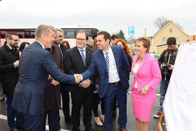 Z výjezdního jednání Vlády ČR v demisi v Karlovarském kraji.