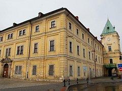 Ostrovský zámek se po rekonstrukci stane sídlem ostrovského Městského úřadu.