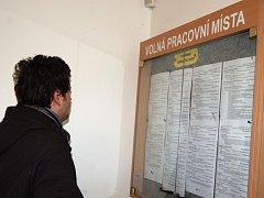 V Karlovarském kraji v únoru ubylo nezaměstnaných. Sehnat práci je ale stále obtížné.