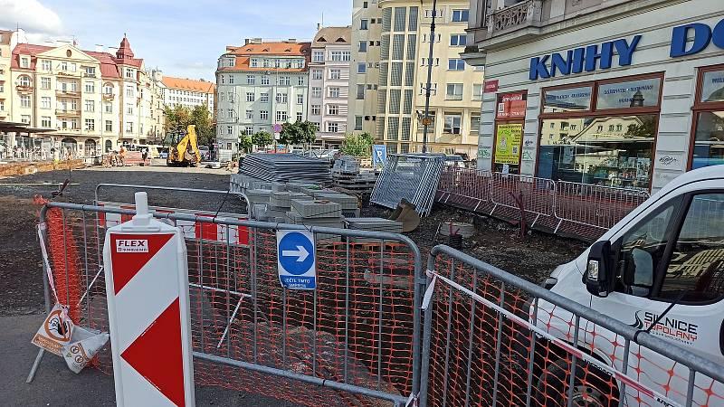 Revitalizace prostranství dopravního terminálu se komplikuje kvůli špatně zakresleným sítím v projektech.
