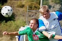 V 85. minutě ukončil hlavní rozhodčí Petr Fiala utkání Vojkovic (v bílomodrém) a Slavie Junior (v zeleném) kvůli bezpečí hráčů a rozhodčího. V té chvíli Slavia vedla po brankách Danče a Moallaeva 2:0