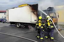 Hasiči likvidovali požár nákladního auta v Drahovicích