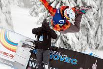 Po dva dny si podmanil klínovecký snowpark Evropský pohár na U-rampě. Celkem bojovalo na Klínovci o evropské body pětapadesát riderů.
