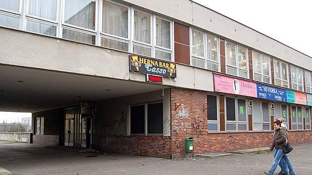 Zádamští v městských prostorách. Firma Casso Invest bratrů Zádamských získala v roce 2004 do pronájmu nebytové prostory na sídlišti Čankovská.