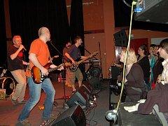 Legendární rocková kapela Mňága a Žďorp hrála v pátek večer v klubu  Paderewski. Během večera ab9d96deb8b