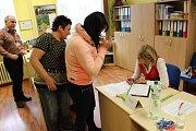 Odevzdat hlasy v parlamentních volbách přicházeli lidé také v obcích Hory a Stružná.