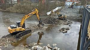 Demolice Dvorského mostu postoupila do další části - most už je tak kompletně zbourán.