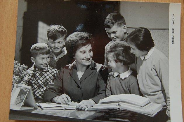 VJavorově na Plzeňsku působila Eliška Andreovská od roku 1965.Učila zde vjednotřídce, a dokonce zde působila ijako ředitelka.
