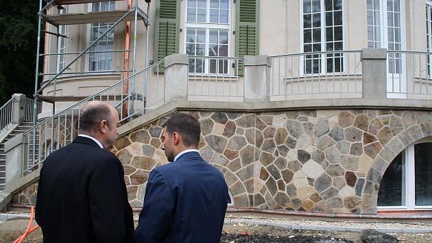 Meandr Ohře a Becherova vila. Dva projekty financované z dotací Evropské unie.