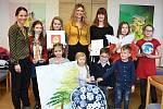 Autory vybraných prací pozvaly primátorka Andrea Pfeffer Ferklová s náměstkyní Hanou Zemanovou na malou předvánoční slavnost a odměnily je věcnými dary.