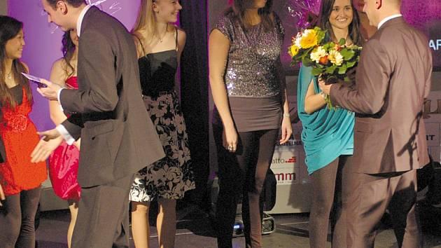 TJ MDDM Ostrov se radoval z ocenění v kategorii kolektivů. Ostrovské seniorky totiž vybojovaly v loňském roce v twirlingu titul mistryň republiky a také 6. místo na mistrovství Evropy.