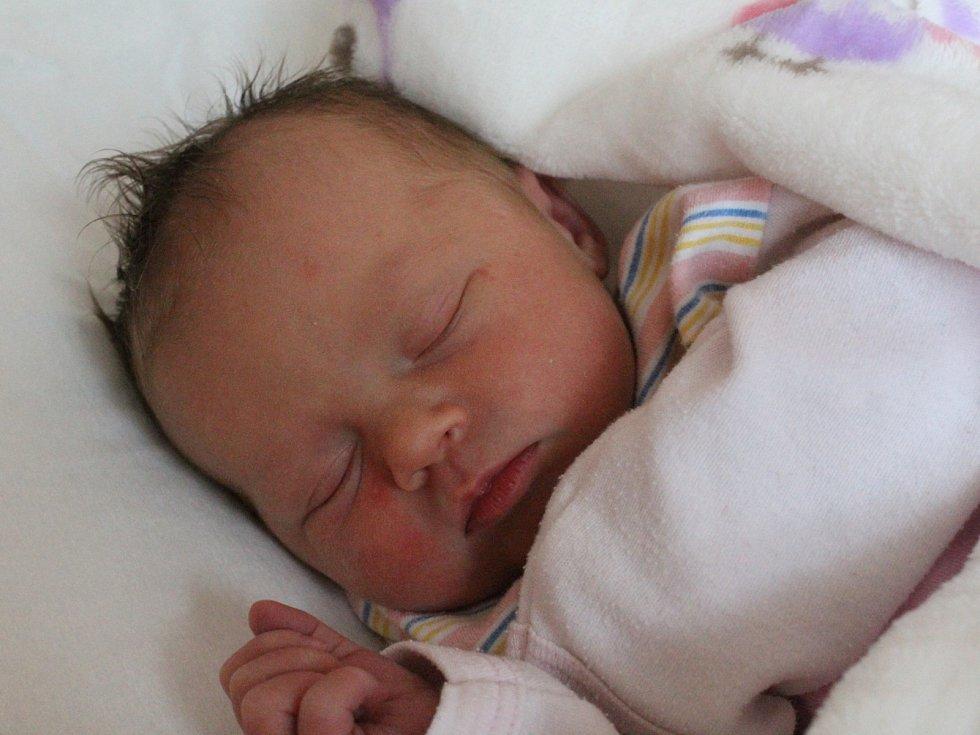 JULIE TOMÁŠOVÁ z Karlových Varů se narodila 15. 8. 2017