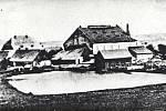Komárov, sklárna Na Hrádku (cca 1925).