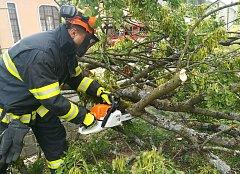 Snímky ze zásahů hasičů v Karlovarském kraji.