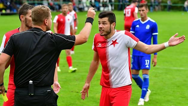 Slavia doma neuspěla, tři body bral na dvorském stadionu Vyšehrad. který vyhrál 3:0.