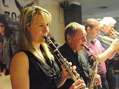Kapela Swing Studio Karlovy Vary zve každé první pondělí v měsíci na hudební večer.