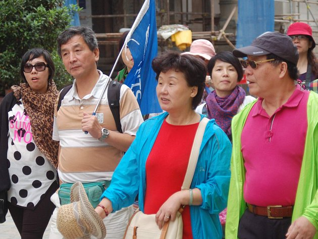 RUŠTINA zní v Karlových Varech méně. Do města přijíždějí Číňané a vrací se Němci.