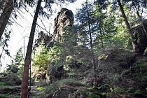 Nedaleko Božího Daru v Krušných horách se nachází skalní útvar Holubí skály.