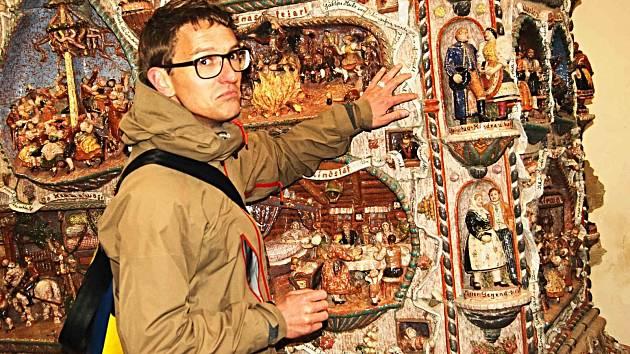 DOMINIK RUSS si před časem osobně prohlédl takzvaná Chebská kamna, která jsou uložena na chebském hradě. Tento unikátní historický monument vyrobil jeho prastrýc Willy Russ.
