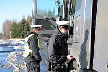 Z 57 kontrol v Karlovarském kraji neprošlo 35 vozidel. Nejhorší situace byla na Sokolovsku