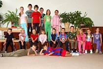 Sportovního příměstského tábora v Ostrově se zúčastnilo osmnáct dětí, pro které je na každý den připraven zajímavý program.