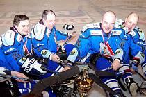Bujaré oslavy druhého mistrovského titulu sledgehokejistů Sharks Karlovy Vary byly jak se patří mistrovské. Karlovaráci navíc ovládli i statistiky kanadského bodování.