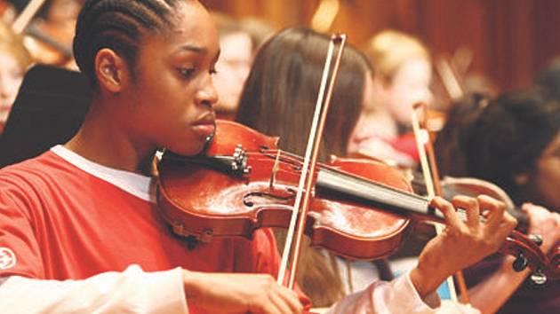 Studentský orchestr London Schools Symphony Orchestra, tvořený vynikajícími mladými hudebníky, dosahuje významných uměleckých úspěchů a jeho koncerty získávají vynikající recenze.