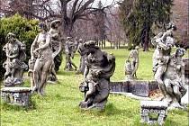 Sochy Matyáše Brauna jsou opět v parku ve Valči. Nyní jsou pod nepřetržitou ostrahou.