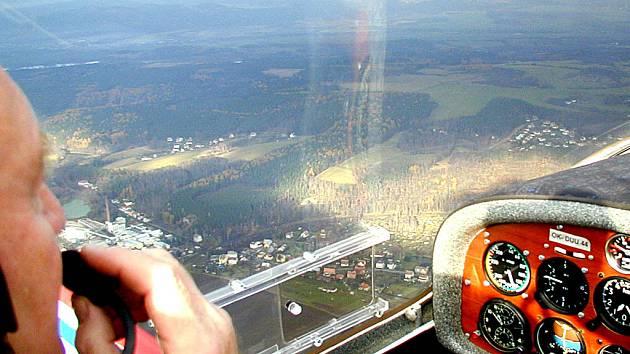 To, že si lidé z Hůrek stěžují na hluk akrobatických letadel není pro karlovarskou radnici nic nového.