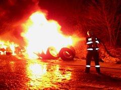 U Mořičova hořela skládka pneumatik
