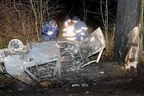 Mladému řidiči už záchranáři nemohli pomoct.