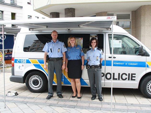 Festivalová mobilní informační kancelář městské a státní policie.