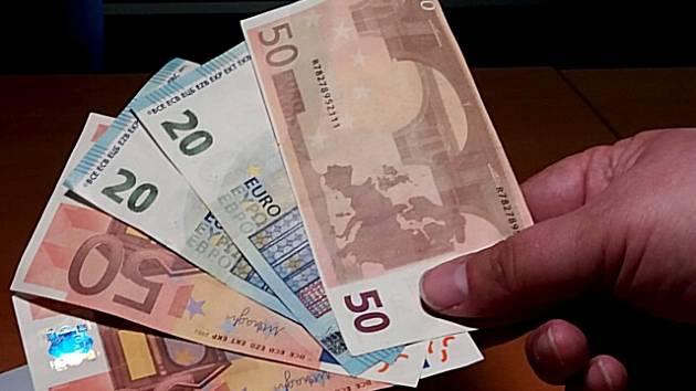 Falešné bankovky šířené v Karlových Varech.
