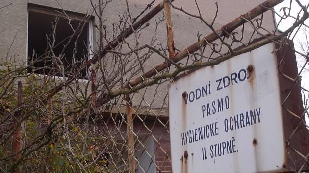 Starou vodárnu v Tuhnicích přebírá po letech město
