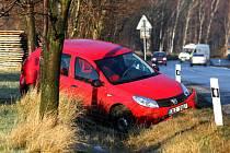 Policisté vyjížděli k prvním nehodám.