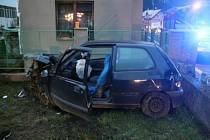 Řidič naboural do plotu